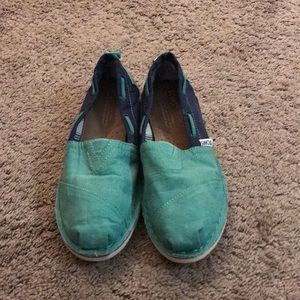 Women's Toms size 7